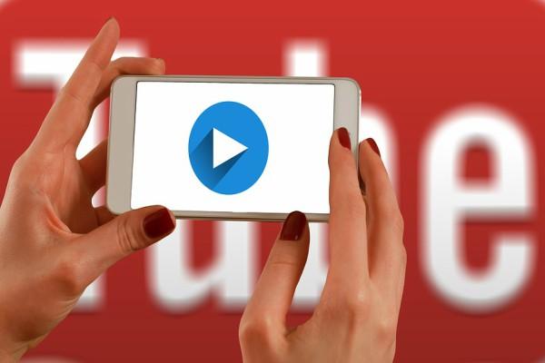 """Начини за слушање на """"ЈуТјуб"""" видеа во позадина"""