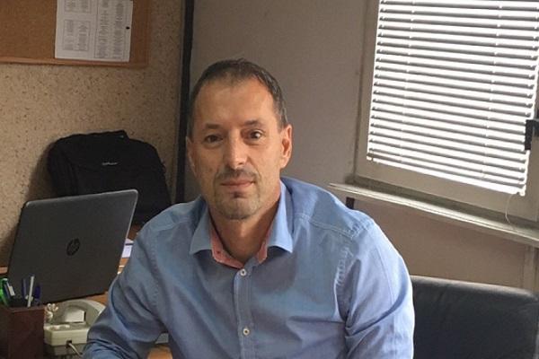 Ризван Бела  директор на БРО  Наставниците мора да се стимулираат со повисоки плати за да ги учат децата во 21 век