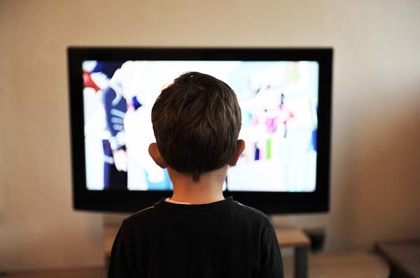 По третата година пожелно е децата да гледаат цртани филмови исклучиво на мајчиниот јазик