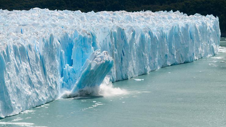 Под мразот почна да се топи најопасната работа во светот
