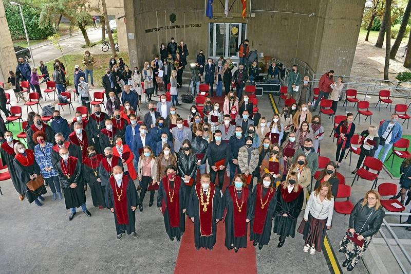 УКИМ ги награди најдобрите студенти
