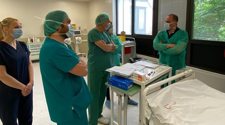 Почекавме неколку моменти и кога зачука срцето се слушна ракоплескање, а имаше и солзи, вели проф.д-р Сашко Јовев, кој ја водеше првата трансплантација на срце во земјава