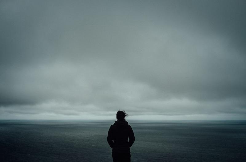 Епидемија на осаменост: Зошто сме толку осамени и дали осаменоста може да нѐ убие?