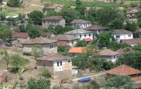 Во едно село во Македонија има куќа изградена со вино