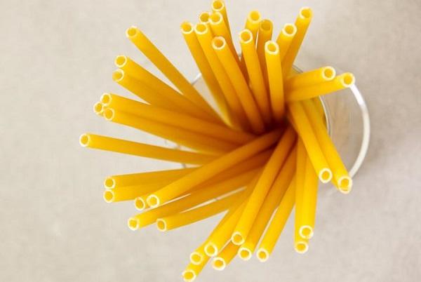 Мајсторите за тестенини најдоа замена за пластичните сламки
