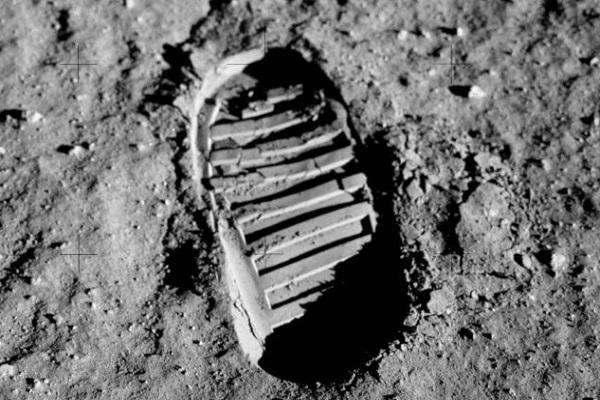 Научници најдоа начин како да извлечат кислород од реголитот на Месечината