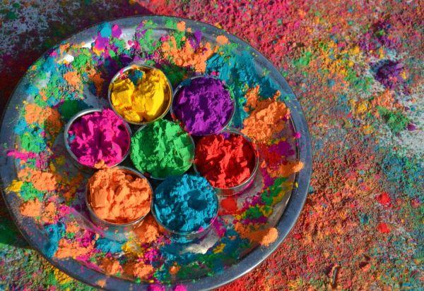 Потеклото влијае врз начинот на кој ги доживуваме боите