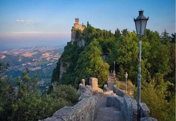 Ова е најнепосетената европска држава, а се наоѓа во срцето на Европа и е прекрасна