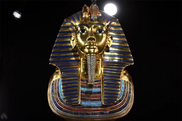 Тутанкамон е погребан во туѓа гробница?