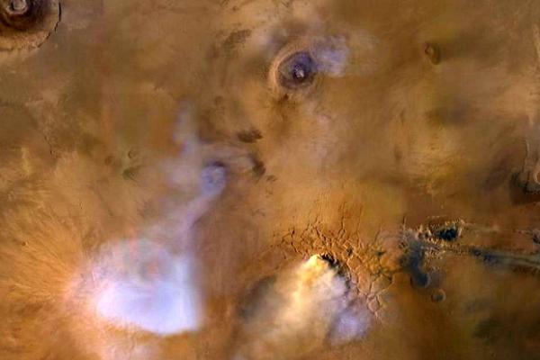 Големите песочни бури ја издувале водата од Марс во вселената?