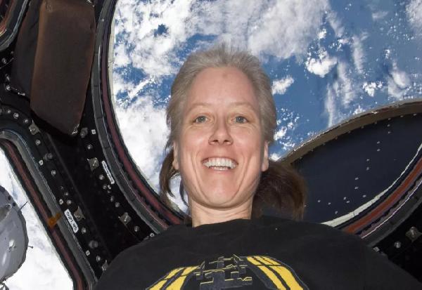 """НАСА го комплетира тимот на астронаути за првата вселенска мисија со """"Спејс екс"""""""