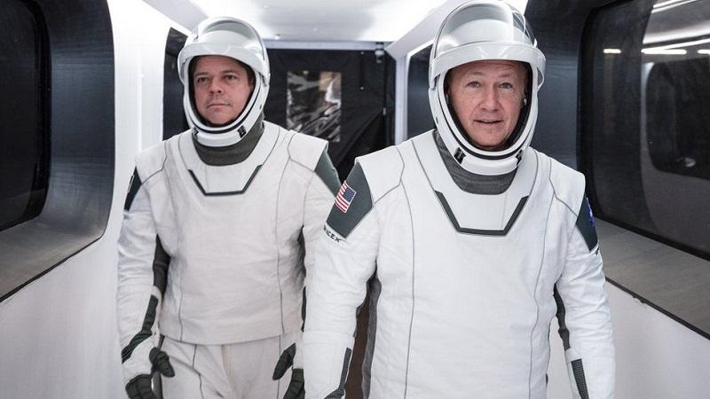 Зошто костимите на астронаутите Даг Харли и Боб Бенкен се толку посебни?
