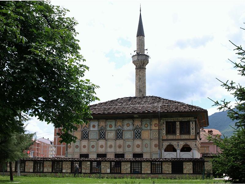 ДАЛИ ЗНАЕТЕ: Кој ја изградил Шарената џамија во Тетово?