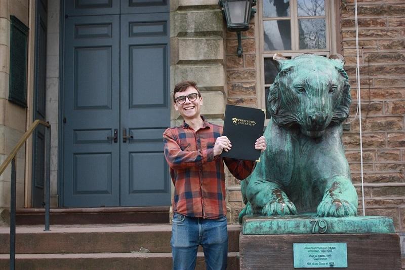 """Како е да се студира на """"Принстон""""? Искуството на дипломецот кој заврши со највисоки почести"""