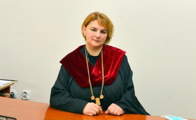 Интервју со в.д. деканката на ТМФ, профeсор д-р Емилија Фиданчевски: Столбот на нашиот факултет се успешните дипломирани студенти