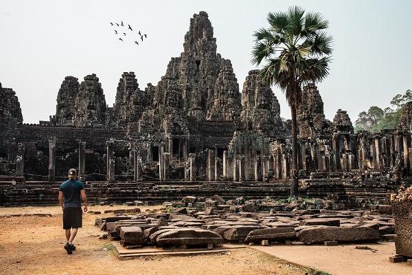 Задолжителен депозит за коронавирус од 3.000 долари за сите туристи во Камбоџа