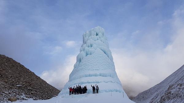 Хималајски села користат вештачки глечери за да имаат вода цела година
