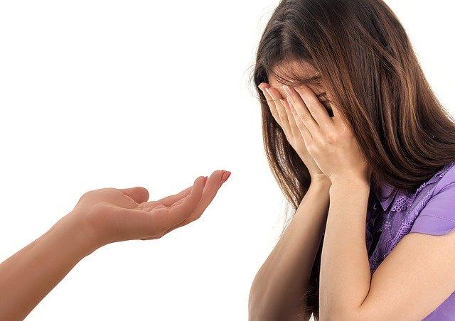 Живеете со лице со депресија? Психолозите имаат совети како да му помогнете