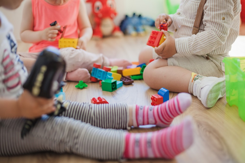 Вжештени телефоните во градинките. Родителите бараат чаре за чување на децата