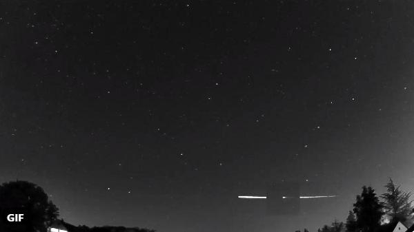 Снимен метеороид како се одбива од атмосферата на Земјата