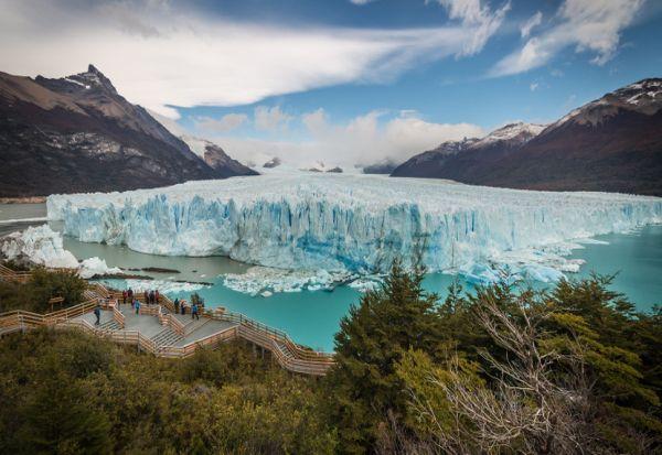Синиот рај што ги збунува научниците - единствениот глечер што расте
