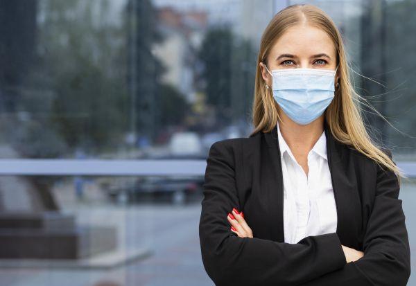 Откриено зошто жените се поотпорни на коронавирусот од мажите