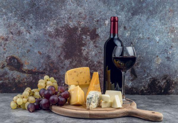 Уживањето во вино и сирење го намалува ризикот од деменцијата