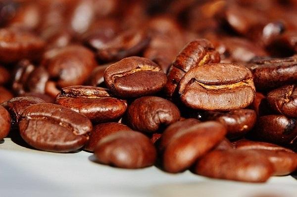 Колку луѓе се потребни за да се произведе една шолја кафе?