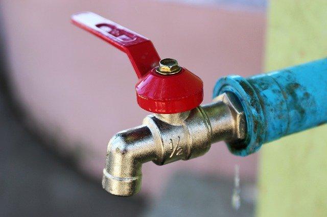 Како може да се произведе струја од градски водовод?