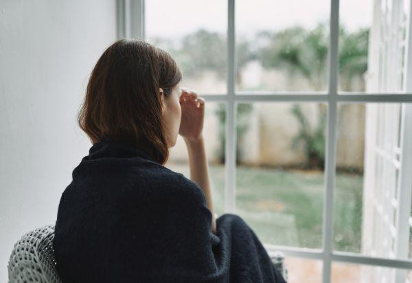 Научниците покажаа како изгледа осаменоста во мозокот на човекот