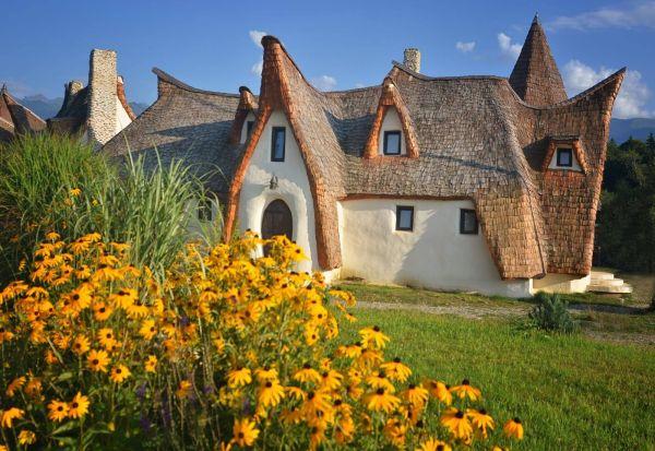 Село со уникатен дворец во Романија - како да излегло до бајките