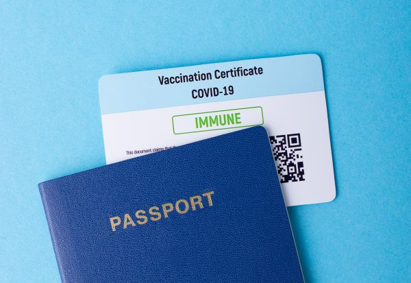 Овие земји ги отвораат вратите за вакцинираните туристи. Дали и другите ќе го следат нивниот пример?