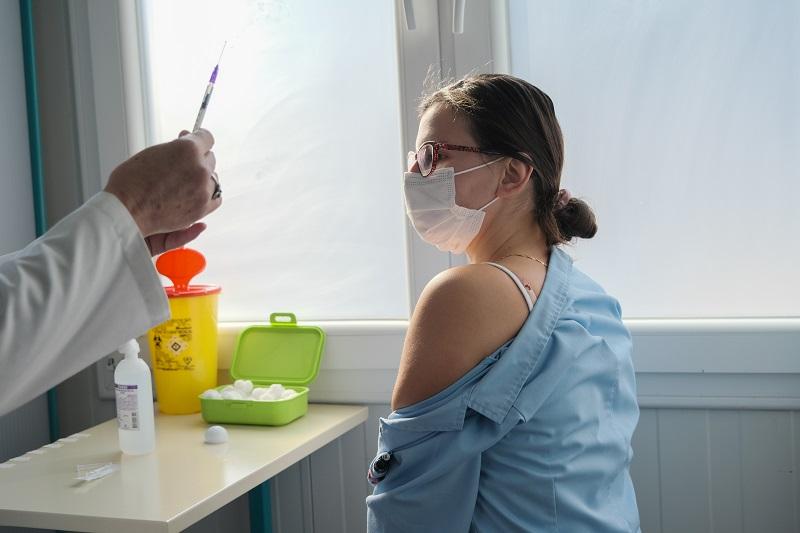 Кои се разликите меѓу вакцините против Ковид-19 и кој каква може да прими, објаснуваат проф. Грозданова и д-р Петличковски