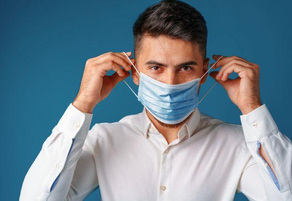 Дали сѐ уште треба да се носат маски на отворено?