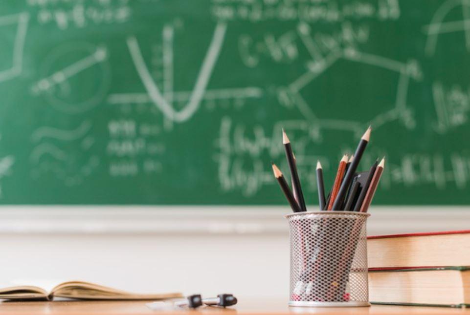 Едни средношколци ја бојкотираат наставата, а други не. Дали отсуствата се неоправдани, ќе решаваат класните раководители