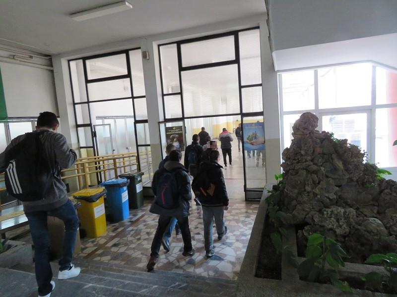 Учениците се враќаат во школските клупи. Од септември се отвораат училиштата
