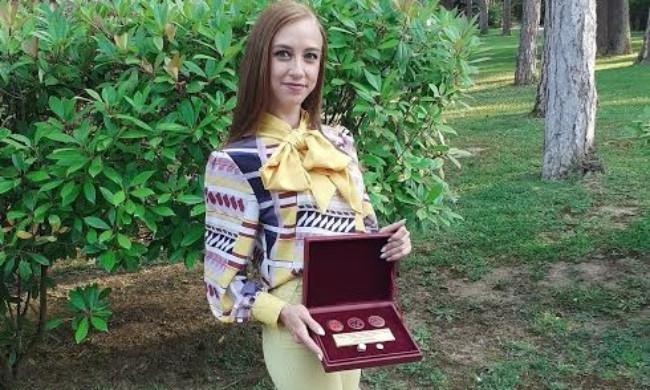 Марија Наумоска дипломира со 9,95 во рекордно време на Техничкиот факултет во Битола. Никогаш не учев за оценка, вели таа