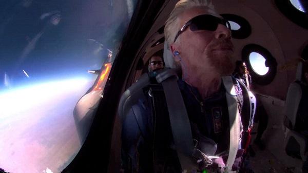 Почнува нова ера на вселенски патувања: Ричард Бренсон леташе до вселената