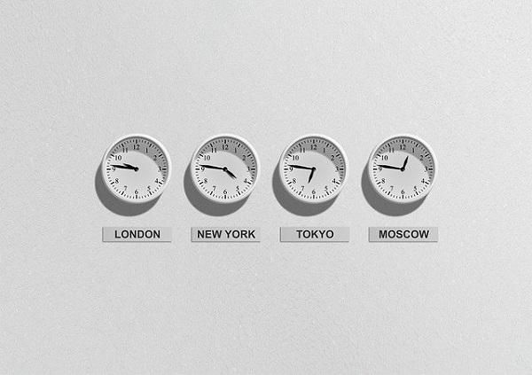 Која е временската зона на половите на Земјата?