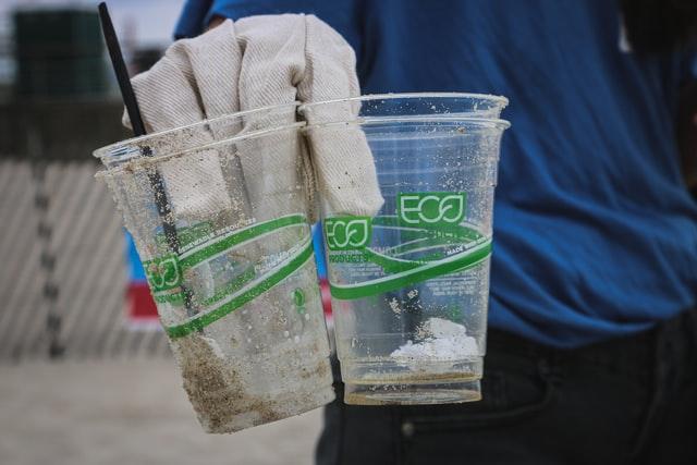 Нова биоразградлива пластика се разложува при изложување на сончева светлина и воздух