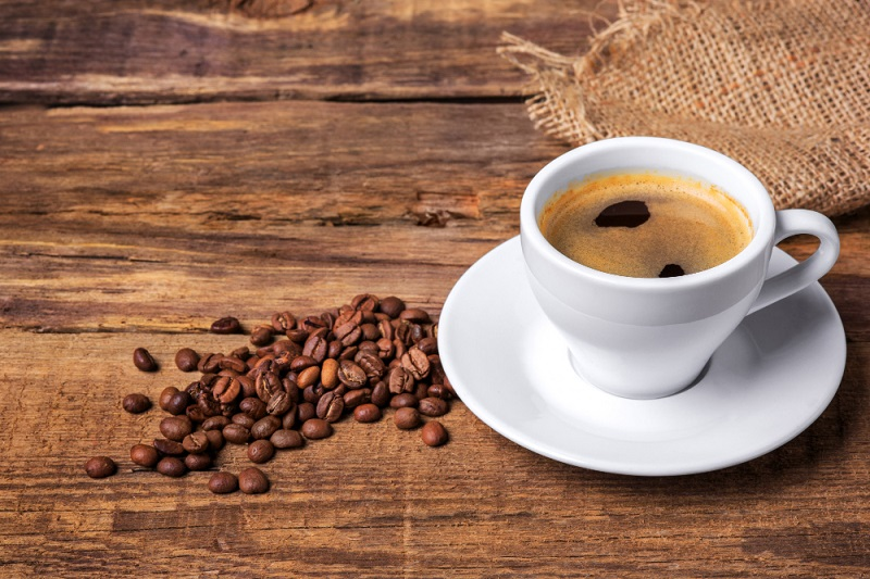 Прекумерното пиење кафе се поврзува со деменција