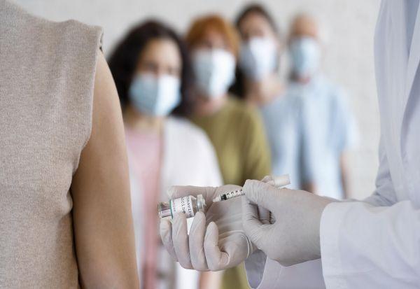 Ковид-имунитет преку инфекција или вакцинација: Дали се еднакви?